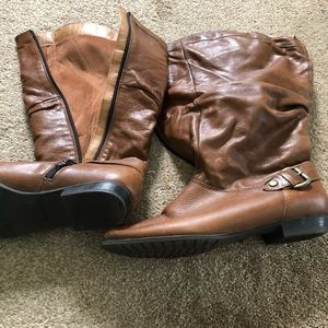 Woman's brown leather boots 9